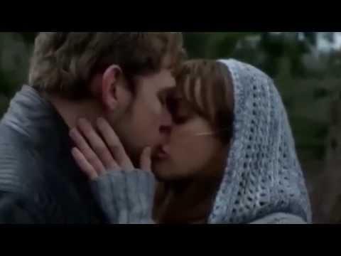 Freddie highmore bates motel kiss