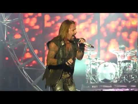Motley Crue - Shout At The Devil (Live @ The M.E.N Arena, Manchester, UK, Dec 2011) [HD]