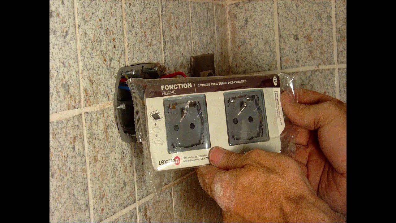 Poser une double prise lectrique dans le carrelage la place d 39 une simp - Comment installer une prise electrique ...