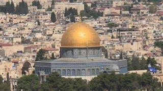 عشرات آلاف الفلسطينيين يؤدون الصلاة بالقدس في أول جمعة من رمضان |