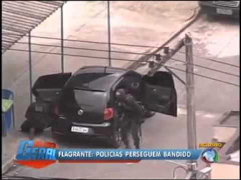 Helicóptero da Record flagra perseguição de policiais a ladrão de carro no Rio