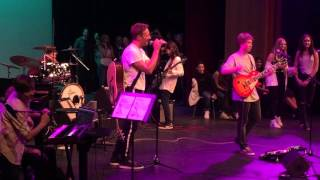 Chris Martin of Coldplay Surprises the Crowd and Joins 8th Grade Rock Band
