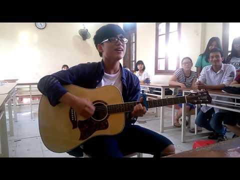 Em trai Sơn Tùng M-TP ôm đàn hát giữa lớp khiến cư dân mạng xao xuyến