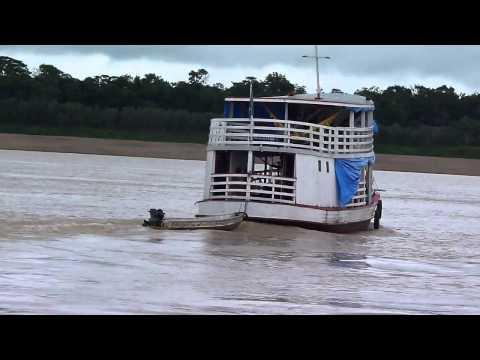 MOVIMENTO DE BARCOS NA HIDROVIÁRIA DE BORBA NO RIO MADEIRA FLORESTA AMAZÔNICA POR DUONE LATINO