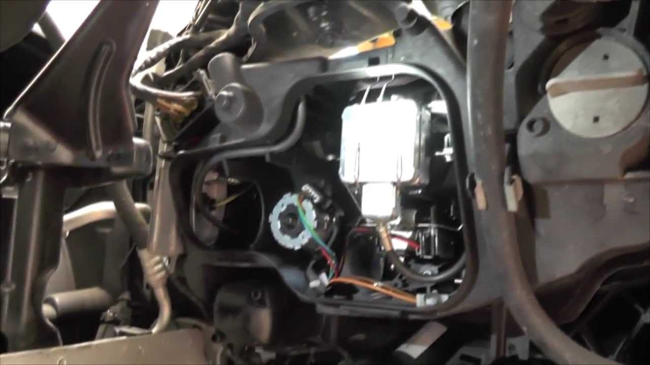 Diy Xenon Bulb Replacement For Bmw E90 2007 Youtube