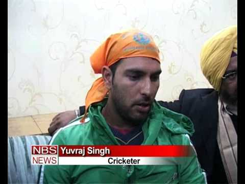 Indian Cricketer Yuvraj Singh offers prayer at Golden Temple