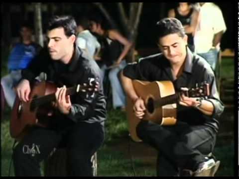 038 - Chitaozinho e Xororo (com amigos) - Fogão de Lenha (Roda de Viola)