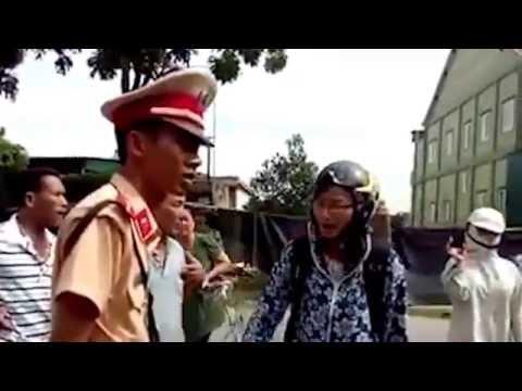Cô giáo dạy lại luật cho 5 chú CSGT tỉnh Nghệ An