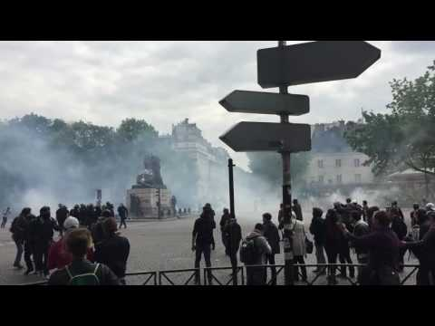 مواجهات بين الشرطة والمتظاهرين في باريس
