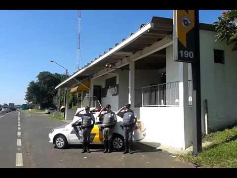 Vídeo PM presta homenagem para policial de Araraquara morto por bandidos em Santos