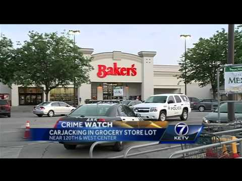 Police investigate carjacking in grocery store parking lot