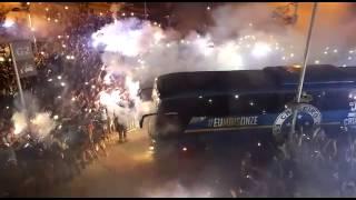 Torcedores recebem time do Cruzeiro com muita festa no Mineir�o