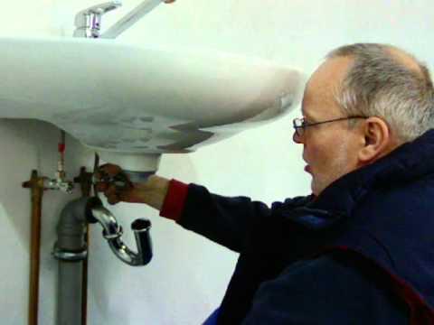 Montage waschmaschinenanschlu unter waschbecken youtube for Durchlauferhitzer bad