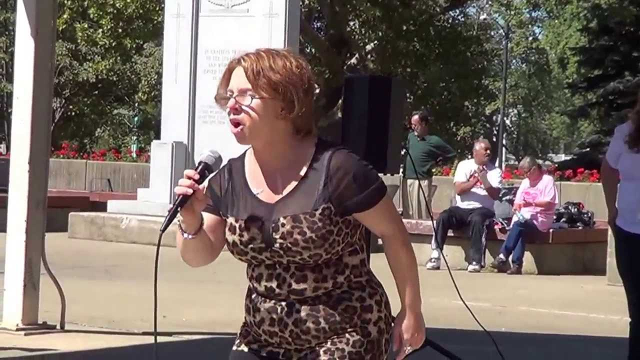 """MICHELLE KNIGHT kidnapped victim sings """" HERO"""" in victory ! - YouTube"""