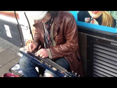 Un guitariste de rue hallucinant