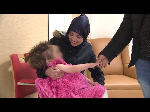 بعدما طردوها من المستشفيات المغربية … هكذا استقبلت الطفلة ملاك في اسبانيا (شاهد الفيديو)
