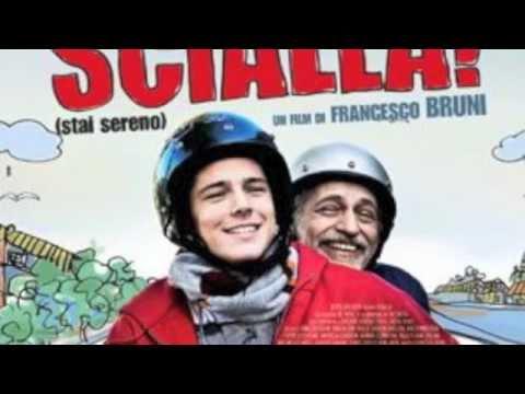 Locandina del film un giovane ed un'uomo baffuto vanno assieme sul motorino