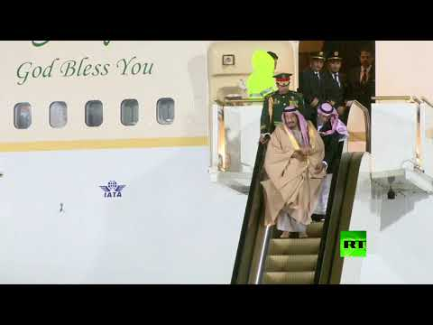 بالفيديو..حادث تعطل سلّم الطائرة أثناء استقبال الملك سلمان في موسكو