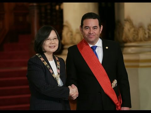 President Tsai and Guatemalan President Morales attend joint press conference, exchange decorations