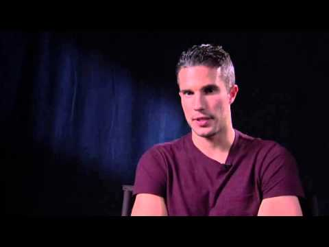 Robin van Persie on Manchester United boss David Moyes: 'He will turn things around soon' -- video