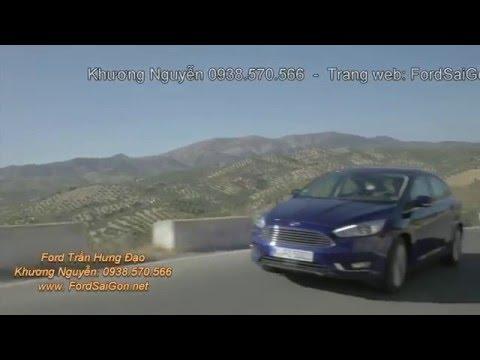 Ford Focus 2016 chạy trên đường đèo