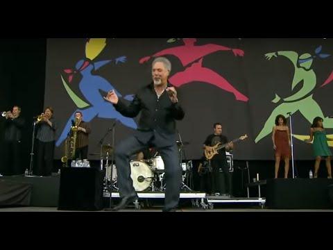 """Том Џонс ја пее """"Шоте мори Шоте"""""""