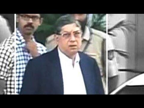 Gavaskar should replace N Srinivasan as BCCI chief, suggests Supreme Court