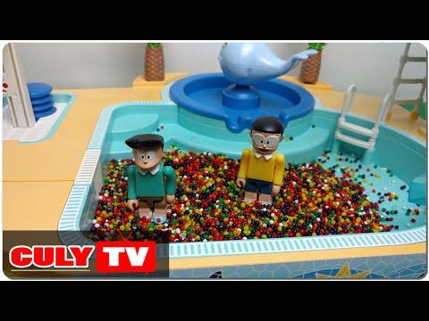 đồ chơi Doremon chế hài - Nobita chơi tắm hồ bơi bi nước nhiều màu sắc cùng xeko cầu tuột