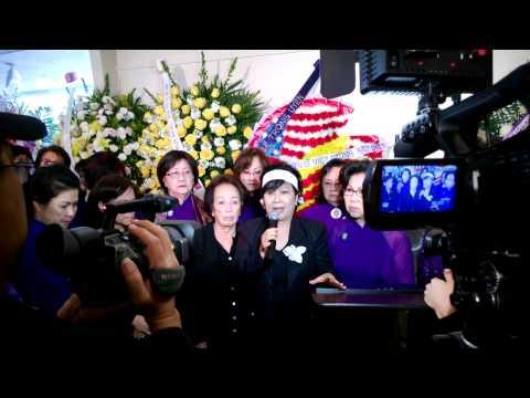 Nữ ca sĩ Nguyệt Ánh phát biểu tại đám tang anh Việt Dũng 28 tháng 12 2013