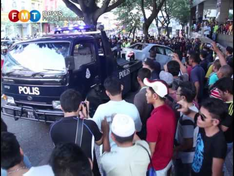 Bersih 3.0 witnesses: 'Overturn police car to save life'