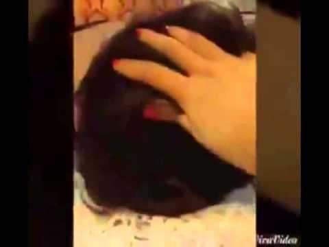 Chàng trai úp mặt vào 'vùng kín' của vợ để xin lỗi