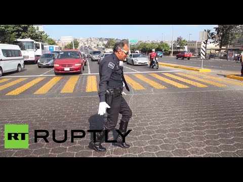 شاهد: مايكل جاكسون بطريقة شرطي المرور
