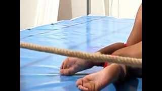 Barefoot Female Wrestlingcatch Femminile A Piedi Nudi
