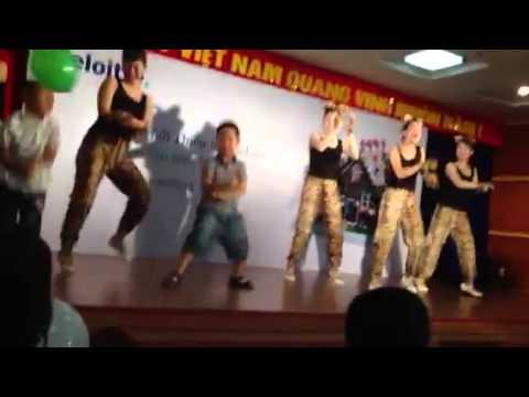 Các cháu Thiếu nhi Deloitte nhảy Gangnam style
