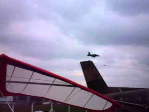 F5 fazendo rasante em show aéreo no campo de marte em 2010