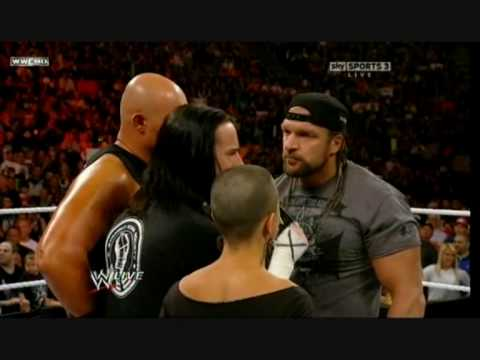 Triple H dealing with Straight Edge Part 2/2