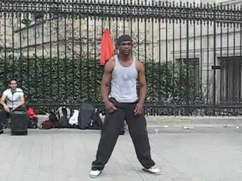 Street Dance in Paris, For more Videos join the following Facebook Fan Page: http://www.facebook.com/bonz.ch Seen right in Front of Notre Dame :D Another Artist: http://youtu.be/7w...