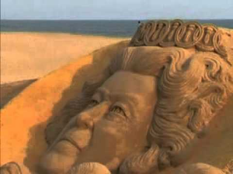 Sudarsan Pattnaik pays tribute to womanhood (Hindi)