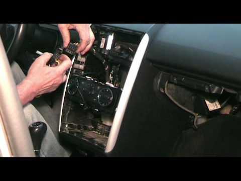 Cambio de radio en Mercedes Clase A / How To Remove Radio Unit on Class A / mudança clase A ...
