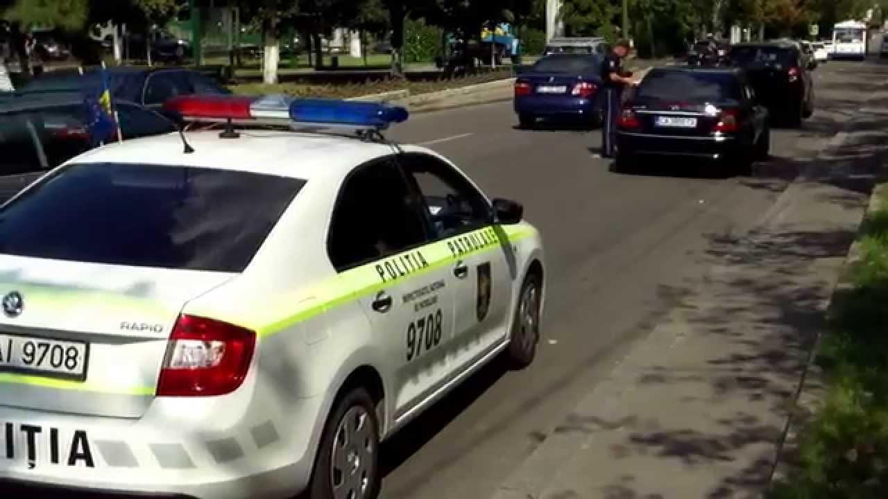 Poliția pornește girofarul doar cînd e filmată