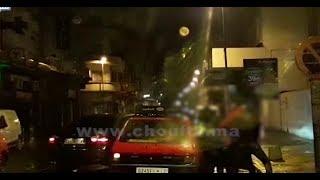 هاذشي وقع فكازا بالليل..سهرات هي و صاحبها وسكرات و منين هربات ليه جبدها بالعصا من وسط الطاكسي (فيديو) |