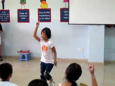 Bé Minh Tú nhảy Poly Poly cực chuẩn