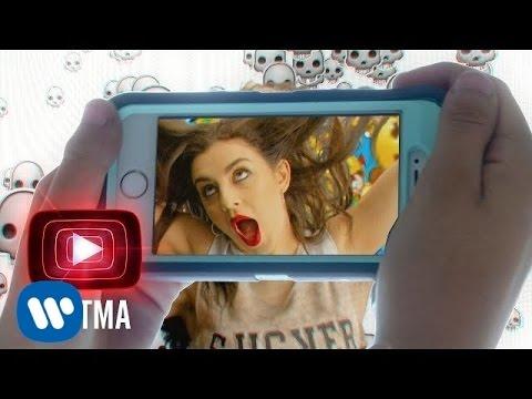télécharger Charli XCX – Famous