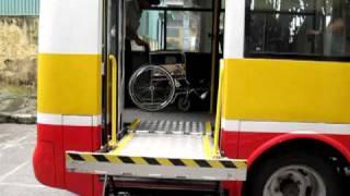 Xe bus hỗ trợ cho người tàn tật .MOV