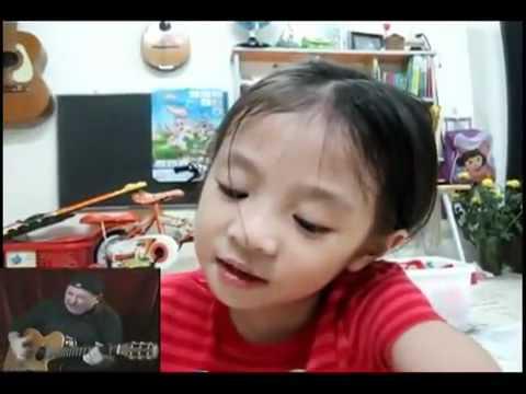 Cô bé 4 tuổi đáng yêu hát tiếng Anh đang gây sốt trên mạng
