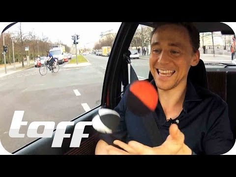 Stars In Cars: Tom Hiddleston Bonus Scenes Jonglieren - Juggling in Berlin | taff