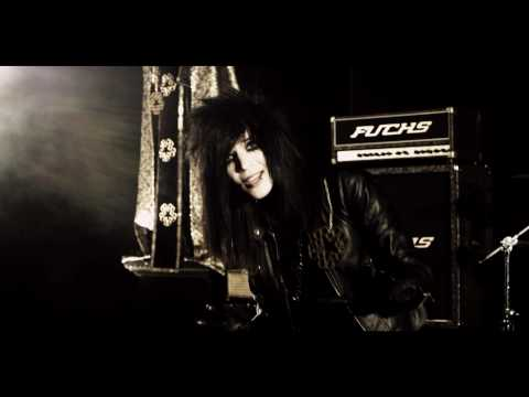 "BLACK VEIL BRIDES ""Perfect Weapon"" OFFICIAL MUSIC VIDEO      - YouTube"