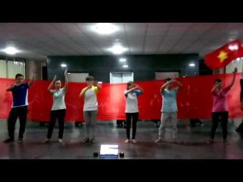 Nhảy flashmob Việt Nam ơi- Nối vòng tay lớn Chào mừng đón tân sinh viên khóa 42 Đội TNTN Ctump