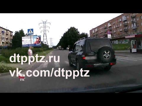 Сколько полос движения на Октябрьском проспекте?