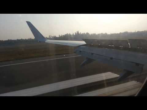 Jet Airways Boeing 737 800 landing at Delhi, taxi to T3